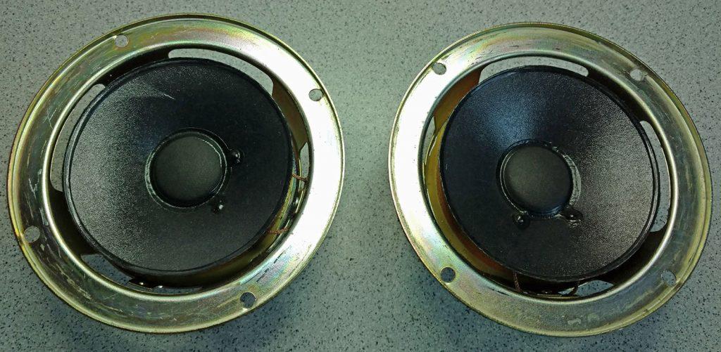 JBL Lautsprecher während der Lautsprecherreparatur ohne Sicken