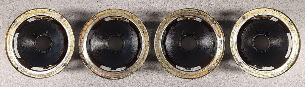 JBL PRO III Lautsprecher während der Lautsprecherreparatur bereits ohne Sicken