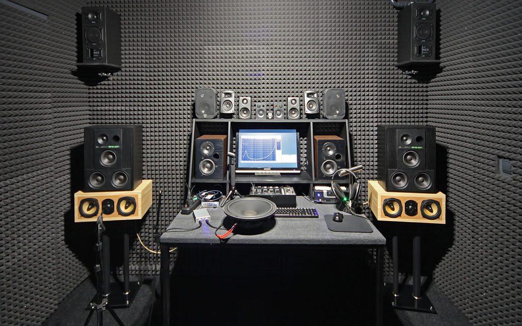 Lautsprechertest im reflaxionsarmen Hörraum