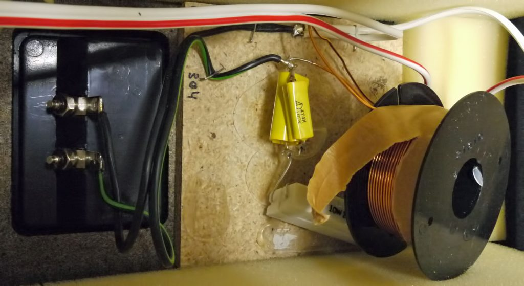 vom Weichenbrett abgerissene Spule aus einer Hans Deutsch HD304S