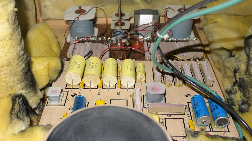 Frequenzweiche aus der mächtigen JBL Ti250