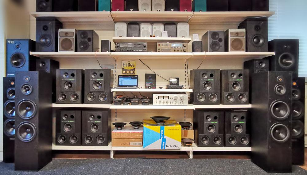 Lautsprecherregal im August 2020 mit 8 Stück BR50