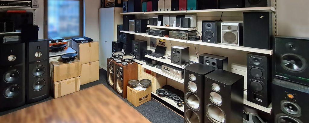 Februar 2021: einige der aktuell reparierten Lautsprecher und Boxen