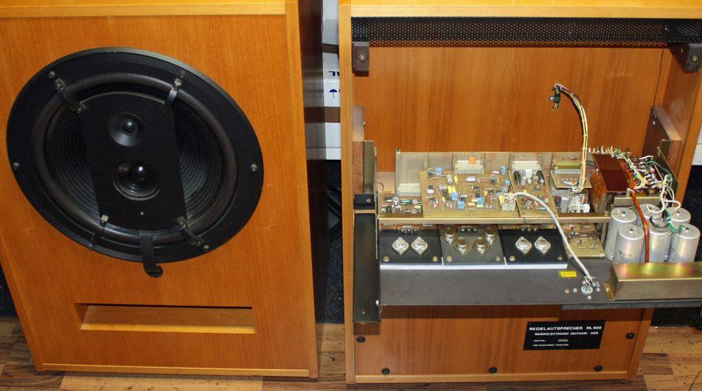 ME Geithain RL 900 vor der Reparatur, ein Verstärkermodul offen nach unten geklappt