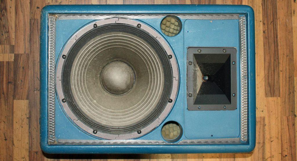 Bell C3 mit defektem Tieftöner (Schwingspule durchgebrannt) es wurde ein neuer originaler Tieftöner verbaut